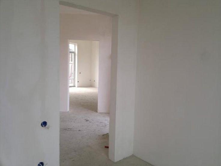 Дома / Дома с участком, Краснодар, Центральная улица, 2 100 000 http://krasnodar-invest.ru/doma/doma/realty248821.html  Продается дом в СНТ ул.Виноградная, р-он ст.Елизаветкинской. 105/65/23 кв.м, на первом этаже две спальни, большая кухня-гостиная, с/узел, лестница на второй этаж. Второй этаж мансардный 40 м2, свободной планировки (можно сделать еще один с/узел и две большие комнаты). Из кухни выход на террасу. З/у 3 сот. Отличное СНТ: отсыпанные дороги, новая электроподстанция, центральная…