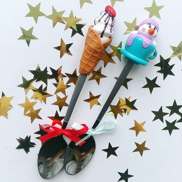 Замочила еще одного снеговика в чашке с чаем⛄☕ и сделала мороженку на заказ для @lmotilek  ________________________ Все ложечки в группе Вк по альбомам,активная ссылка в профиле ⬆ здесь ➡ #lerasandrovna_crafts #spoon #kitchen #cucina #kitchenwear #handmade #polymerclay #worldbestideas #icecream #cake #cupcakes #вкусныеложечки #ложечки #праздник #дети #торт #подарки #свадьба #идеи #мороженое #ручнаяработа #Казань #рукоделие #творчество #полимернаяглина #фигурки #лепнина