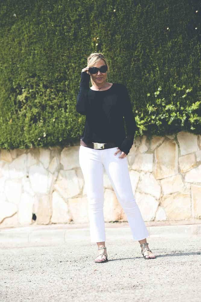 Hoy llevo mis pantalones Capri, una prenda imprescindible en mi armario tanto para verano como para invierno #streetstyle #blogger #bloggervalencia #moda #tendencias