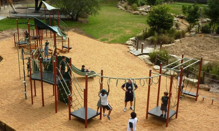 Moduplay installed a playground equipment at Mona Vale Public School. This playground site has an irregular shape. Play equipment catered for three different age groups, children of  Kindergarten, 1 and 2 Year separately.