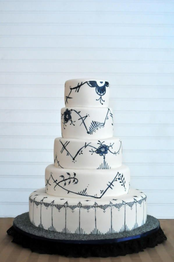 This Wedding Cake is inspired by the Royal Copenhagen china pattern. It's a modern version created for their 100th Nniversary, and i've been bummed i didn't bring a mug home from copenhagen in this pattern