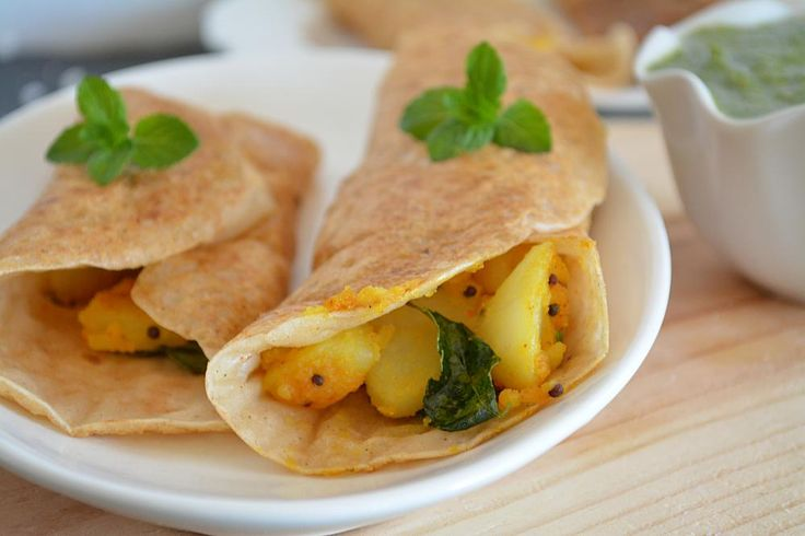 Soaked sago pearls combined with kuttu flour, Amaranth flour and stuffed with potato filling. #vratkakhana #vratfood #kuttuflour #vrat #fastingfood #fastingrecipes #navratri #navratrifood #navratrirecipes #vratdosa #dosa