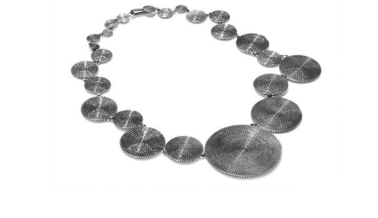 Liliana Guerreiro | Colecções - Handmade silver necklace, with an ancient filigree technique, mesh