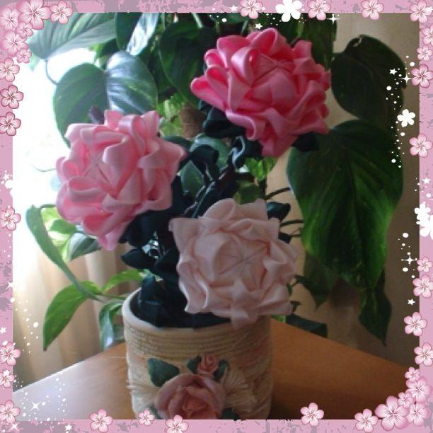 Flores con cintas de raso