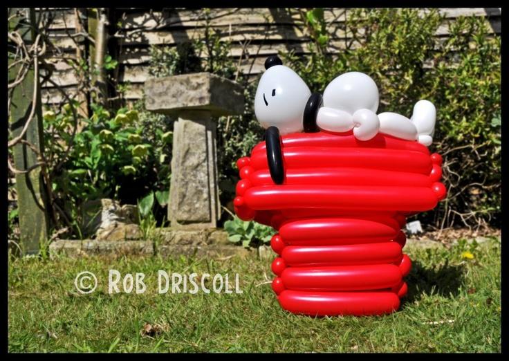 Life-sized snoopy balloon art.