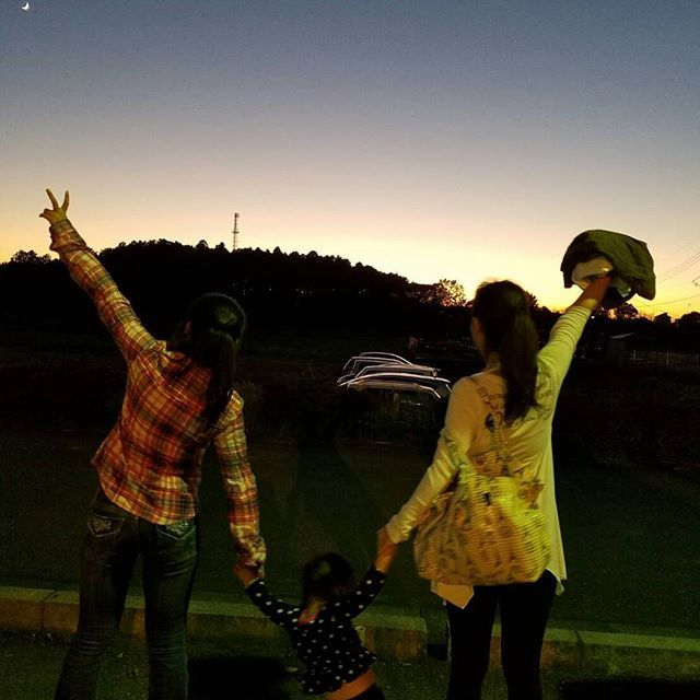 Beautiful sunset💕 🌇夕暮れがとても綺麗でした💟  El atardecer💓  #sunset #beautiful #sky #moon #夕暮れ #夕方 #日暮れ #空 #月 #三日月 #綺麗  #atardecer #cielo #luna #hermoso