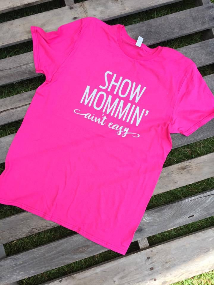Show Mommin aint easy shirt // Horse show shirt // Horse shirt // Horse show mom shirt // Mom shirt // Show mom shirt by TheCottonPickinShop on Etsy