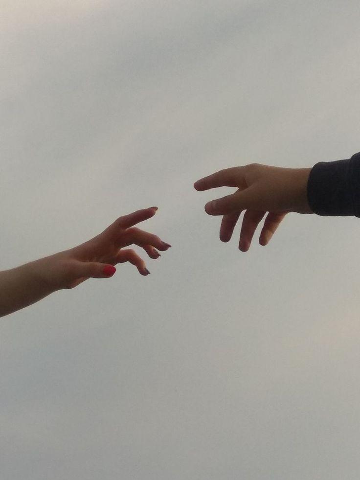 дома картинки люди расстаются руки отпускают холодные гладкие камни