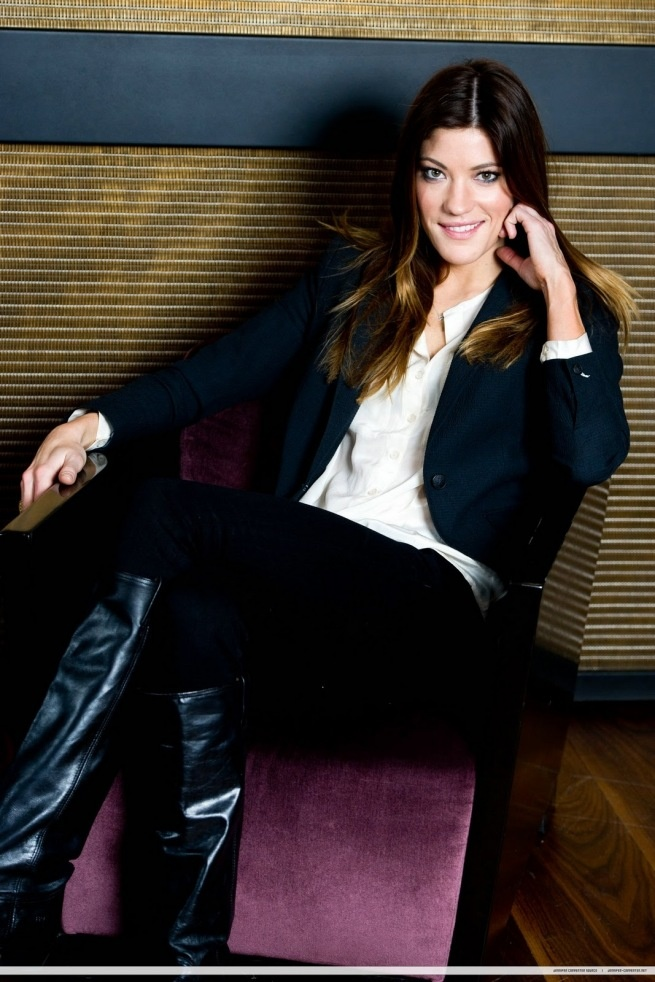 Jennifer Carpenter, Debra in Dexter - jeans with a belt and a shirt, iv started dressing up like that :)