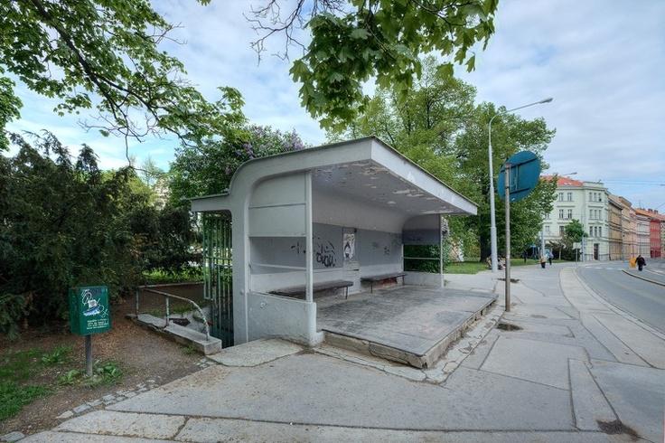 Oskar Poriska, Tram Stop
