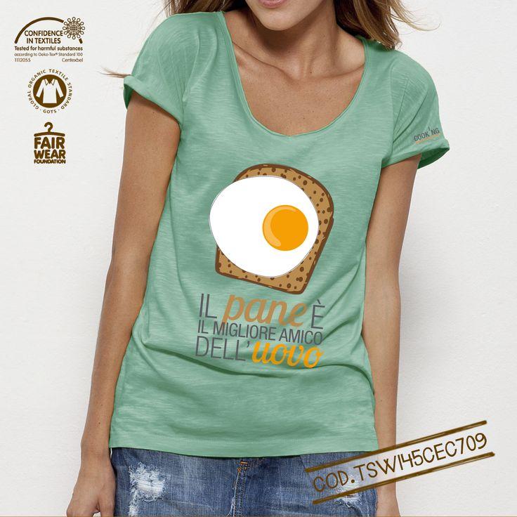 T-shirt donna Bio linea #cooking Soggetto: Uovo Colore: Mint Green Scollatura profonda, collo senza cuciture e maniche arrotolate.Spacchi laterali nella parte inferiore. Rifiniture curate. Modello: Loose Fit Single jersey 100% cotone biologico pettinato slub 120 g/mq
