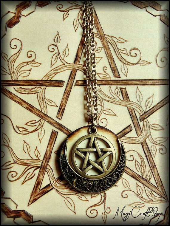 PENTACLE and the MOON medallion made on wood and by magicraftshop