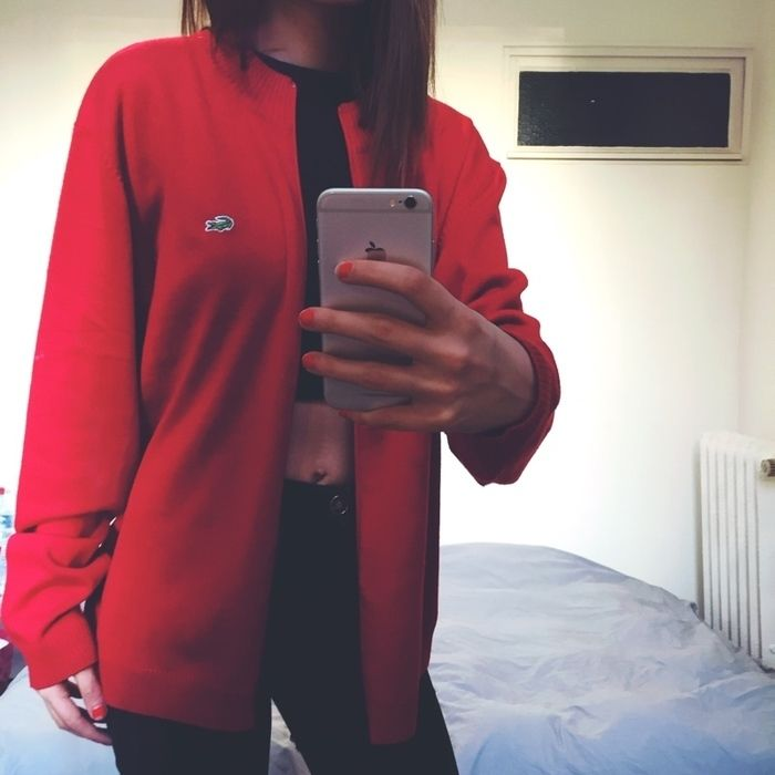 Pull gilet Lacoste rouge taille xxl. Ample mais se porte loose.