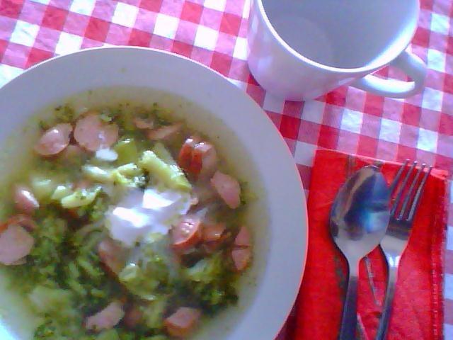 Vita Frugale: Zuppa autunnale con broccoli e würstel