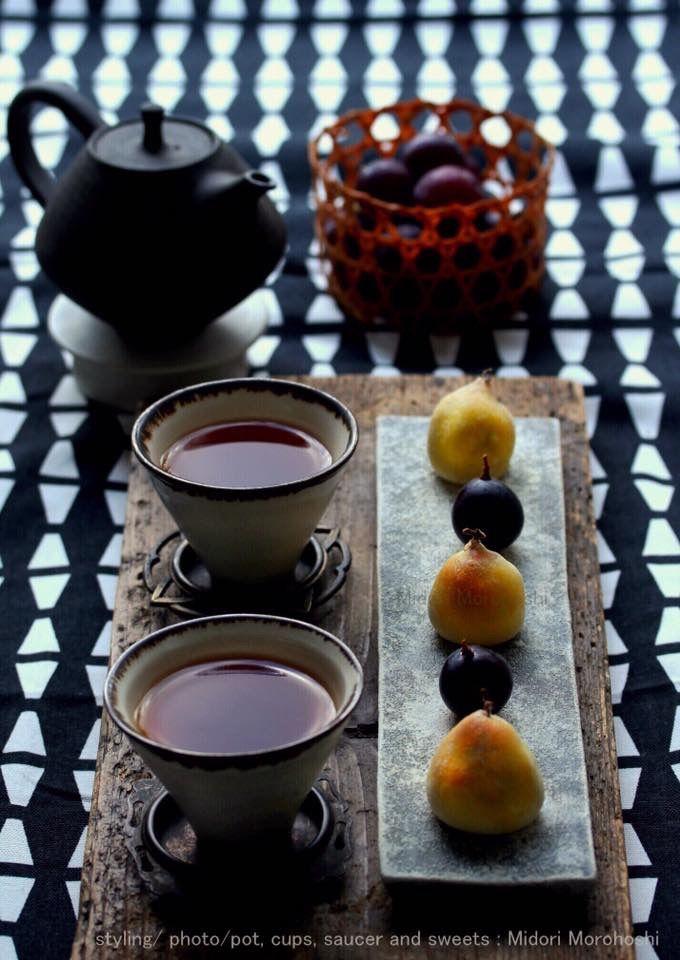 和菓子【ピオーネの桃山〜Momoyama】 Momoyama is Japanese sweet. It is made from white bean jam, eggs, powder of rice cake and baked all these ingredients. I cooked the sweets which I wrapped a raw grapes in Momoyama and baked. It is the taste of only autumn. *styling / photo / sweets : Midori Morohoshi(http://ameblo.jp/greenonthetable/imagelist.html)