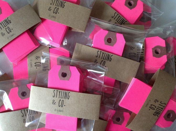 New Arrival | Styling & Co. Label  We hebben weer een vrolijk nieuw item, onze Styling & Co. Neon Pink labels!! Leuk om een hip cadeautje in te pakken of ter decoratie zoals bijv. op een magnetische muur.  http://www.stylingandco.com/c-2362205/stationery/