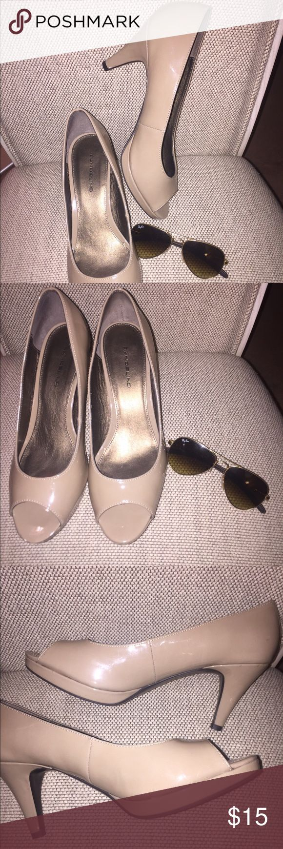 Sharp 2.5 inch ladies pump heels Ladies 2.5 inch beige patent faux leather pumps 👠 gently used Bandolino Shoes Heels