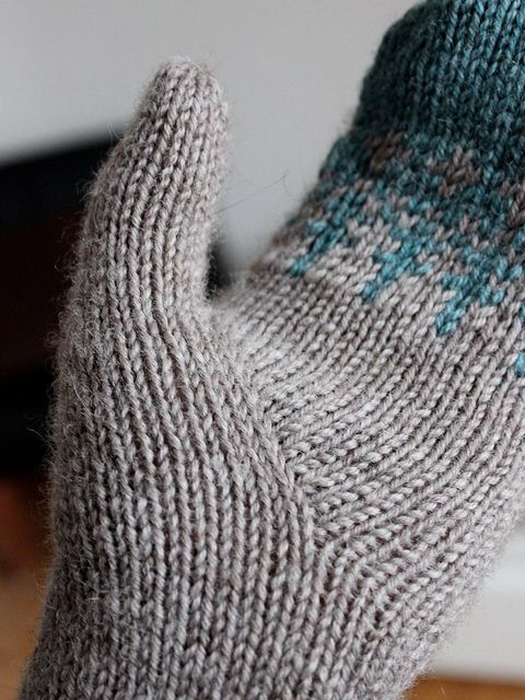 Stylish thumb gusset for a mitten. Ravelry