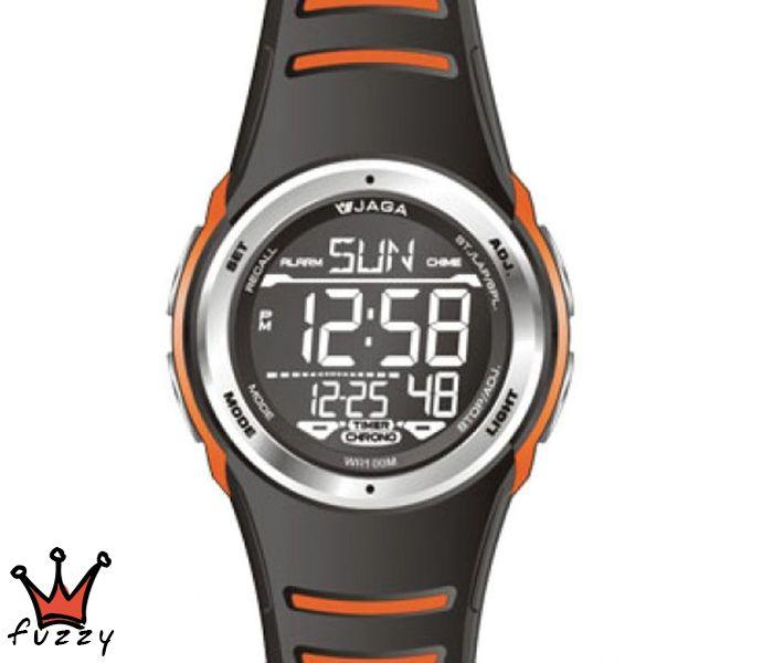 Ανδρικό ψηφιακό ρολόι JAGA, πλήρες αυτόματο ημερολόγιο, αντίστροφη μέτρηση, ξυπνητήρι, ωριαίο ηχητικό σήμα, δεύτερη ζώνη ώρα, προβολή ώρας σε 12ωρη ή 24ωρη βάση, χρονογράφος ακριβείας 1/100 του δευτερολέπτου, φωτισμός οθόνης.  Λουράκι σε μαύρο και πορτοκαλί χρώμα από σιλικόνη. Διάμετρος μεταλλικού καντράν 47 mm. Στεγανοποίηση 10ATM: Το ρολόι διαθέτει υδατοπροστασία σε μπάνιο-ντους, απλό κολύμπι στη θάλασσα ή κολύμπι με αναπνευστήρα και γενικά σε απλά θαλάσσια σπορ.