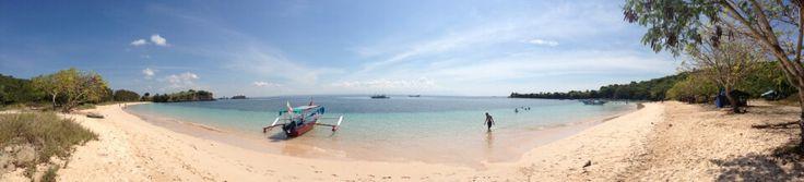 Pantai Pink (Pink Beach) di Lombok Timur, Nusa Tenggara Timur