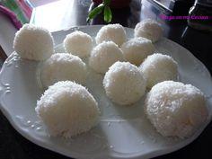 Juk juk (bolitas de arroz glutinoso con coco)