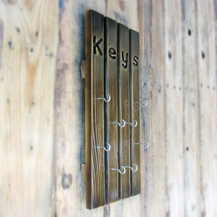 Tempat Gantungan Kunci 8 Hooks Kayu Jati Belanda Cocok juga untuk hiasan rumah Anda Ukuran Panjang 40 cm Lebar 18 cm Dengan Warna Coklat Tua Finishing dengan Melamine Pemasangannya di dinding sangat mudah dengan Paku Beton (sudah ada dalam paket)