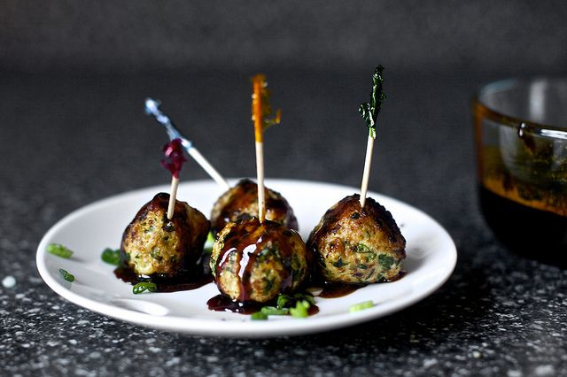 blast!  I now want these mini meatballs at our NYEve... too late now.  I guess we'll be ok with queso, spinach dip, and these bacon wrapped things.