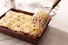 Cremosísima lasaña de pollo y alcachofas.