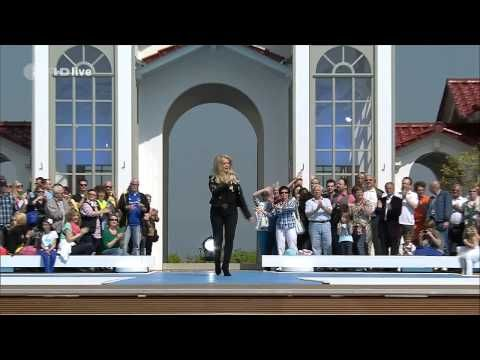 Bonnie Tyler - Believe in Me (Fernsehgarten - ZDF Live 05/05/2013) #bonnietylervideo #music #rock #thequeenbonnietyler #therockingqueen #rockingqueen #2010s #bonnietyler #2013 #believeinme #zdf