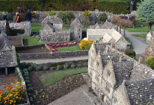 Tiny replica village in England: Bourton-on-the-Water, the Model Village