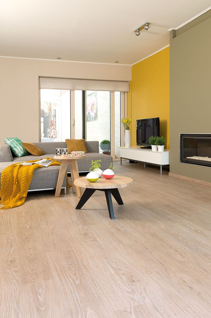 Quick-Step Livyn Flooring Essential Click V4 'Classic oak light beige, planks' (ESC001) in a modern living room. To find more living room inspiration, visit our website: https://www.quick-step.co.uk/en-gb/room-types/choose-the-perfect-living-room-flooring #salon #woonkamer