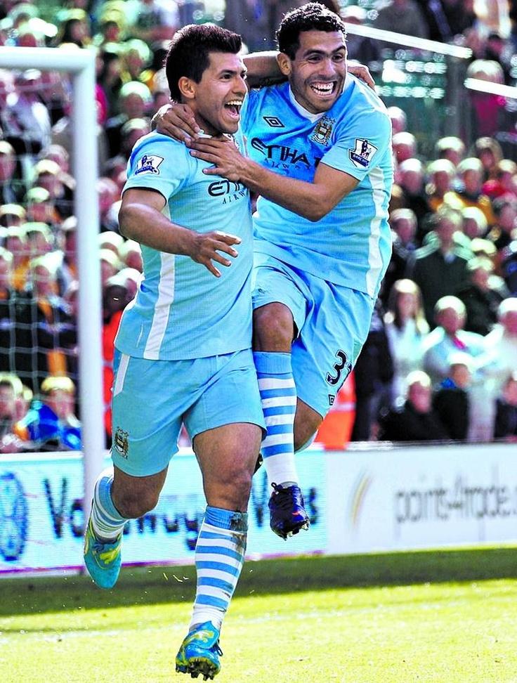 Gol de Agüero, Él y Tevez festejan