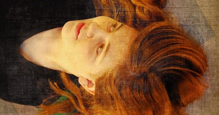 Você pode usar tonalizante de cabelo vermelho no cabelo castanho claro?. Quando você aplicar o tonalizante vermelho em um cabelo castanho claro, poderá esperar um lindo resultado. Ele adicionará reflexos e intensidade ao cabelo, resultando em um brilho vermelho sempre que uma luz ou o sol brilharem sobre o cabelo.