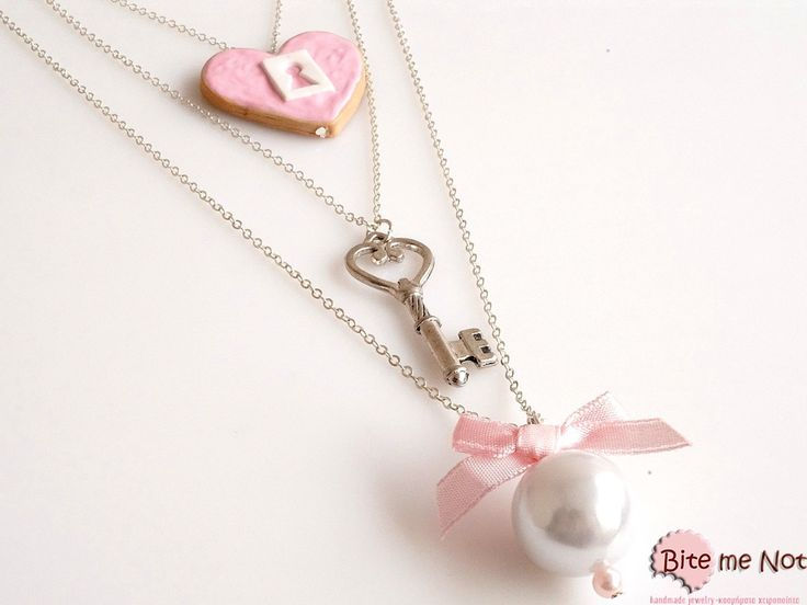 -Triple silver plated chains (three sizes together, short, medium and long)!-Heart shaped biscuit with strawberry sauce and candy keyhole in the middle! Take the silver metal key and unchain the heart of your Valentine! A cute pink pearl and a white pearl with pink satin bow on top are part of this cute necklace!