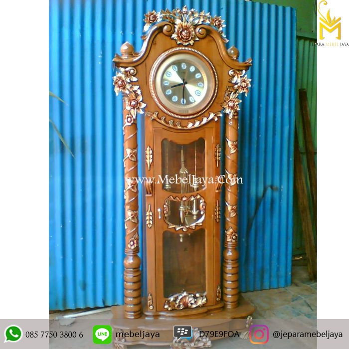 Lemari Jam Hias Jati Natural Jepara Terbaru - almari jam bandul dengan ukiran bunga emas mewah dan di desain secara mewah dan kualitas material terbaik .