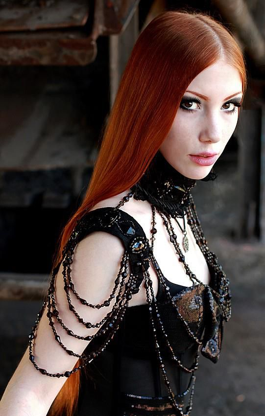 Goth girl with red hair. Model: Leila Lunatic. Photo: Zen Pix  Welcome to Gothic and Amazing |www.gothicandamazing.org
