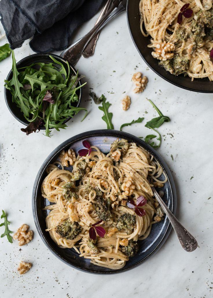 Hej!  Ett litet knep som görenvegetarisk pastasås eller soppa extra god är att rosta grönsakerna först. Det gör du enkelt genom att ugnsrosta grönsakerna i ca 25 minuter. Smaken blir...