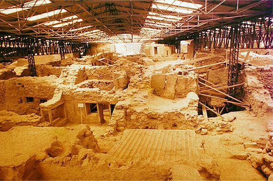 The archaeological site of Akrotiri in Santorini as it stands today. Akrotiri is a well-preserved Minoan Bronze-Age settlement which is in fact one of the most important prehistoric settlements in Greece #santorini #oia #culture #mustsee #attractions #history