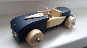 """Holzauto Modell """"Elegant"""" Wunderschönes Holzauto in dunkelblau. Echte Handarbeit. Individuell gestaltet mit viel Liebe und Köpfchen zum Detail (wie z.B. Lenkrad, Türen, Windschutzscheibe...) Als..."""