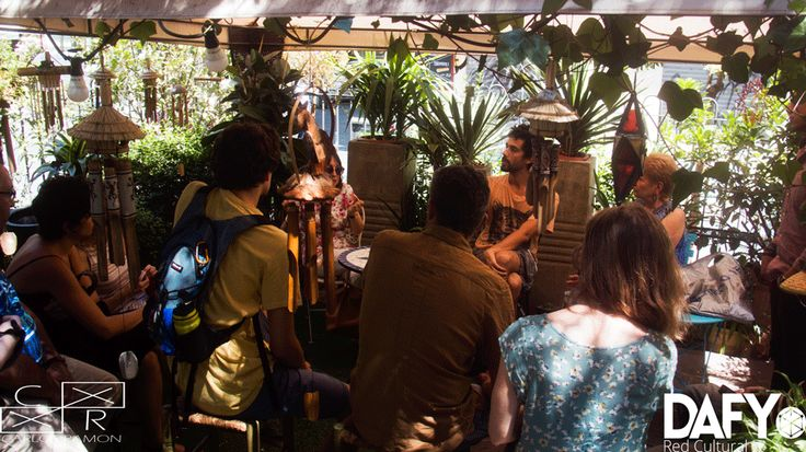 DAFY, plataforma cultural que potencia el talento de artistas jóvenes, y mYmO, cuyo objetivo es poner en valor el talento senior, unen sus fuerzas para organizar un recital poético intergeneracional. 21 de Junio 2015, Madrid