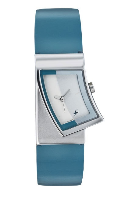 This design has the essence of the dollar symbol that is also an iconic hip hop trade mark.The patterns flows from the case to the dial .Usage of stone dust adds to the bling quotient.    Hip Hop from Fastrack    http://www.fastrack.in/product/na6024sl01/?filter=yes=2=895=2495=2&_=1339950130022#