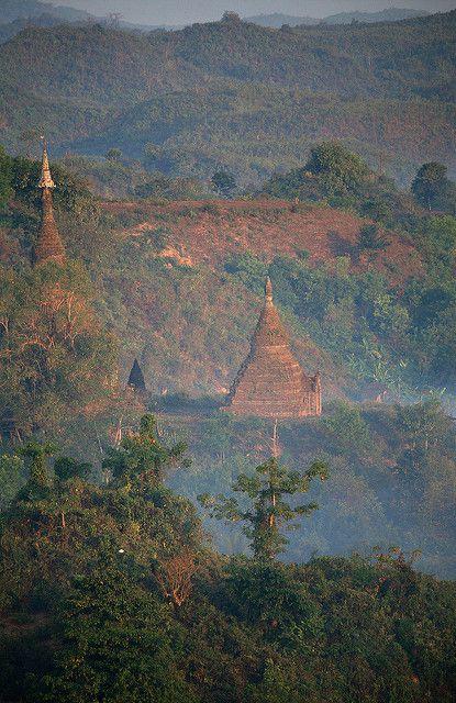Mrauk U_12050 | Sunrise at Shwedaung Pagoda in Mrauk U | David Goetz | Flickr