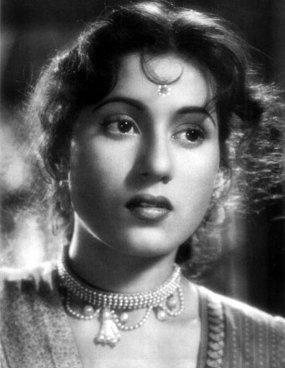 Classical Bollywood actor Madhubala in a pearl strand necklace (wallpaperpassion.com)