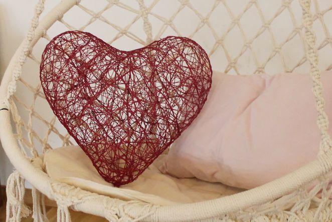 Ich schenke dir mein Herz. Der Februar steht ganz im Zeichen der Liebe - und das wollen wir natürlich auch zeigen. Dieses Herz ist im Nullkommanichts gemacht undeigent sich bestens als Dekoration oder zum Verschenken.