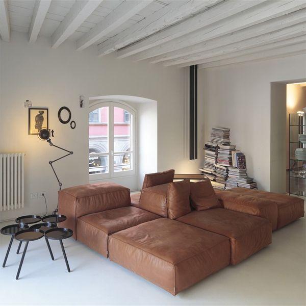 El sofá Extrasoft es un diseño de Piero Lissoni de aspecto informal pero muy confortable suave y dúctil. Pertenece a Living Divani.