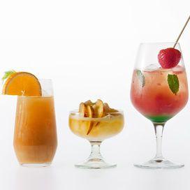I cocktail del benessere - Le ricette del benessere Sono i drink più nuovi dell'estate. Contengono poco alcol e, soprattutto, ingredienti che fanno bene alla salute. Ordinali all'aperitivo o preparali tu con le nostre ricette