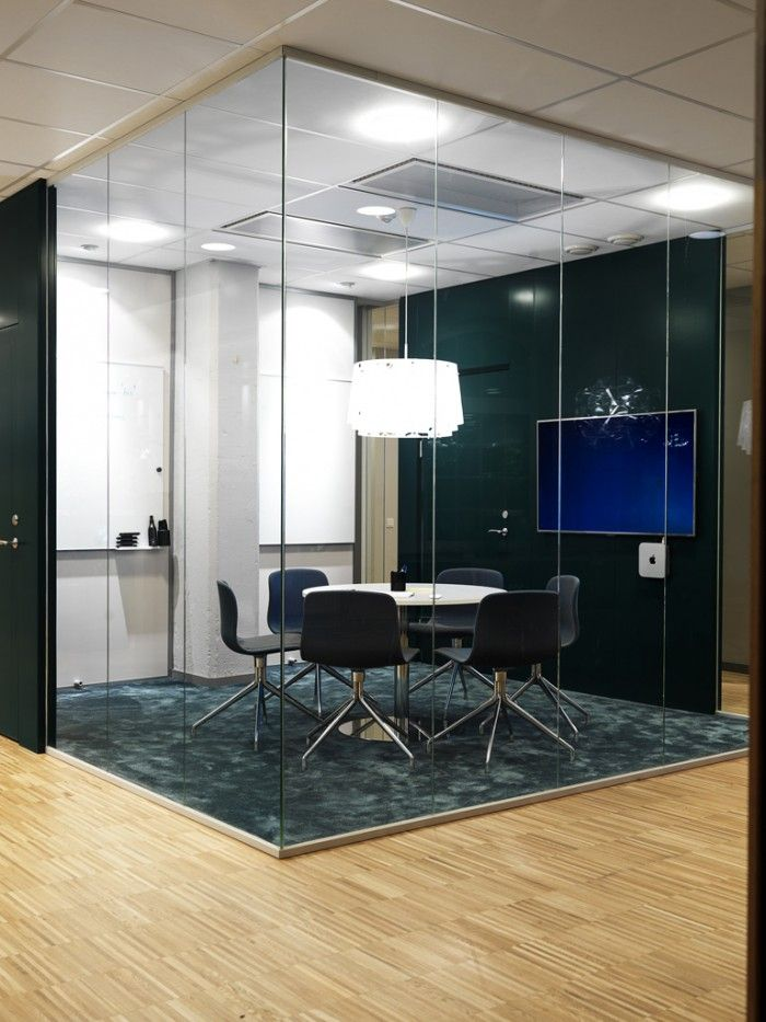 Dont like the colors / choice of carpet... but like the idea of wood in the office with carpeted offices/brainstorm/meeting rooms.