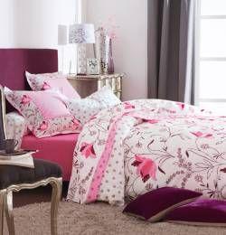 Une explosion de fleurs dans votre chambre pour un hiver coloré et égayé ! Housse de couette collection Allégresse by Françoise Saget. #fleurs #couleurs #rose #déco #lit #nuit #lingedemaison #houssedecouette