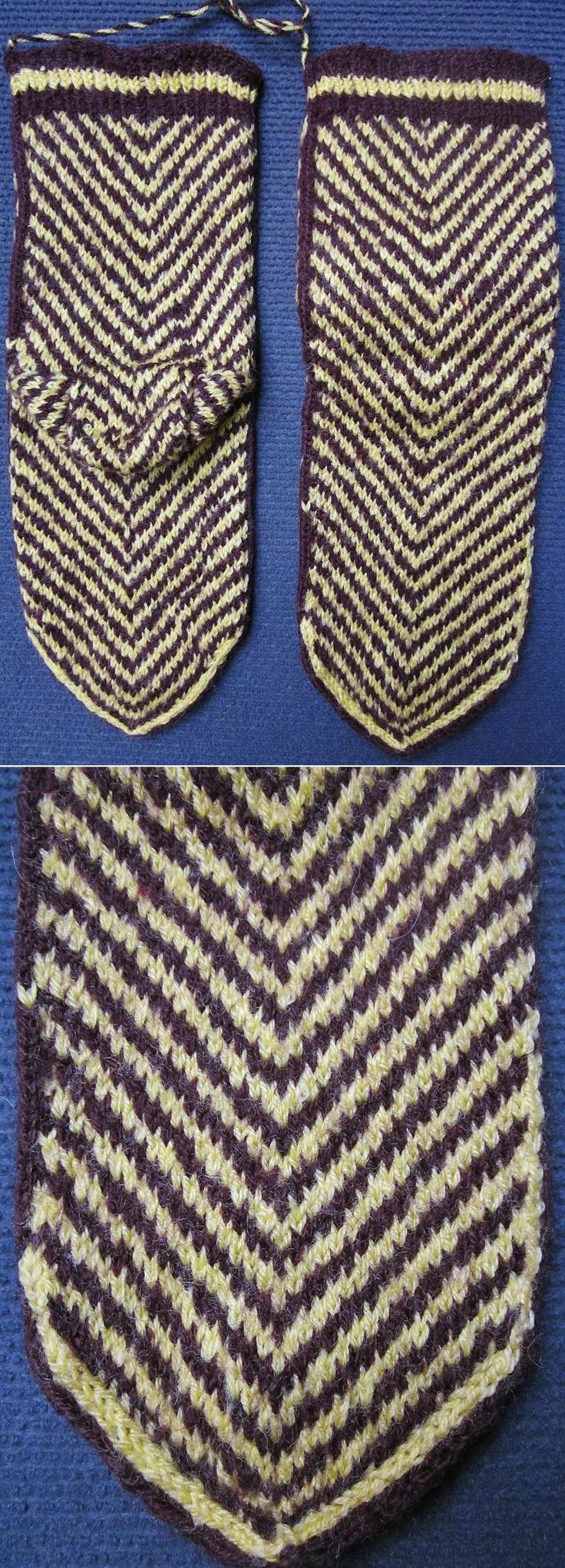 Short hand-knitted woollen stockings.  For women.  Kurdish, from the central district of the Van province (eastern Turkey).  Late 20th century.  (Inv.nr. çor025 - Kavak Costume Collection - Antwerpen/Belgium).