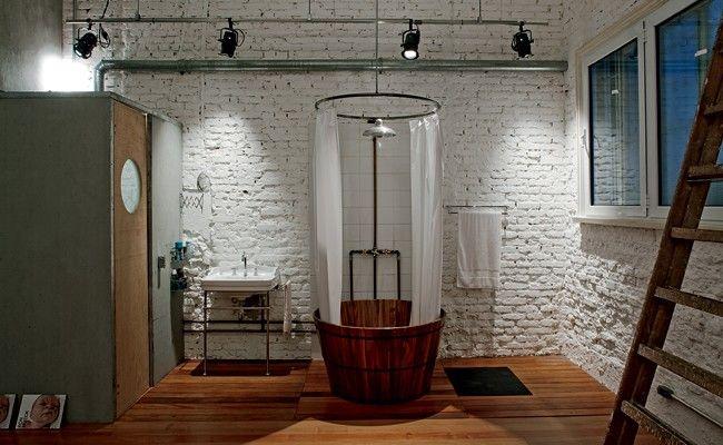 Veja cinco projetos que vão muito além dos azulejos brancos. Com cores e materiais inusitados, estes banheiros são verdadeiros oásis para relaxar e se cuidar
